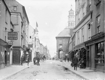 High Street Kilkenny, with Bourke's sign visible. Courtesy of the National Photographic Archive of Ireland.