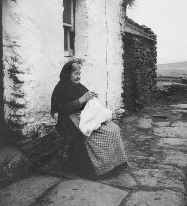 A knitter from Dunquin, Co. Kerry