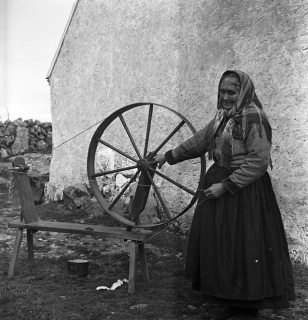 Mrs. Griffin, Carraroe, Co. Galway. Photographer C. Ó Danachair.