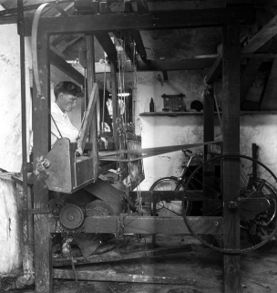 A weaver from Carraroe, Co. Galway. Photographer C. Ó Danachair.